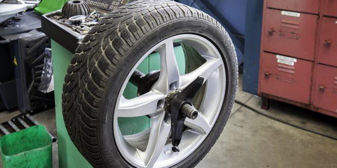 Nehodu na špatných pneu vám pojišťovna proplatit nemusí